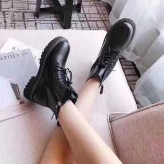 2019秋冬杨幂同款英伦黑色绑带真皮厚底圆头马丁靴